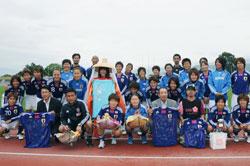 女子サッカー日本代表に進呈